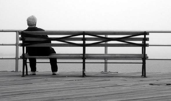 Te-ai simțit vreodată singur, abandonat? Frica de singurătate, costuri mari, beneficii puține.